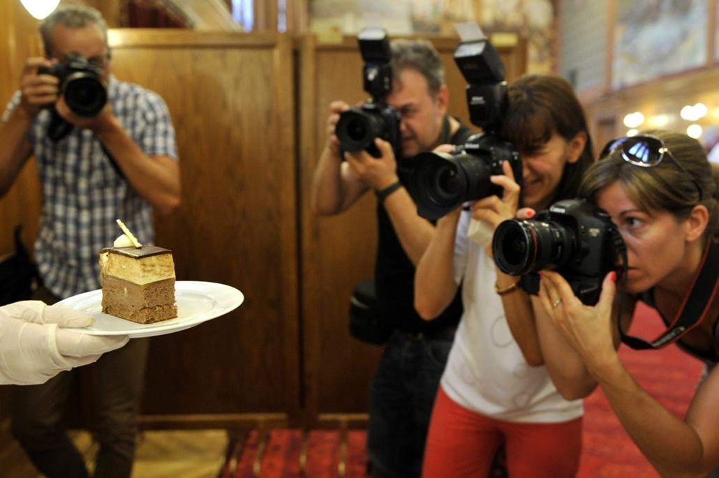 mti.14.08.11. - Magyarország tortája: a ''Somlói revolúció'' című torta Damniczki Gyula Balázs cukrász munkája