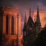 Hősként ünneplik a párizsi tűzoltók káplánját, aki kimentette az ereklyéket a Notre-Dame-ból