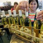 Megbüntetik Tokajban azokat, akik műanyag palackban árulják a bort