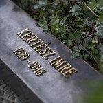 Schmidt Mária is ott volt Kertész Imre síremlékének avatásán – fotó