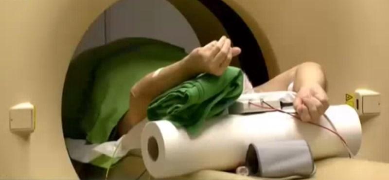 CT-vizsgálatra szállítás közben halt meg egy külföldi beteg