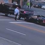 Telibe kapott ez a Lamborghini egy autót, majd sofőr egy luxus Mercivel elmenekült - videó