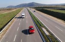 Mészáros Lőrinc teherautói miatt panaszkodnak az épülő M8-as körüli falvak
