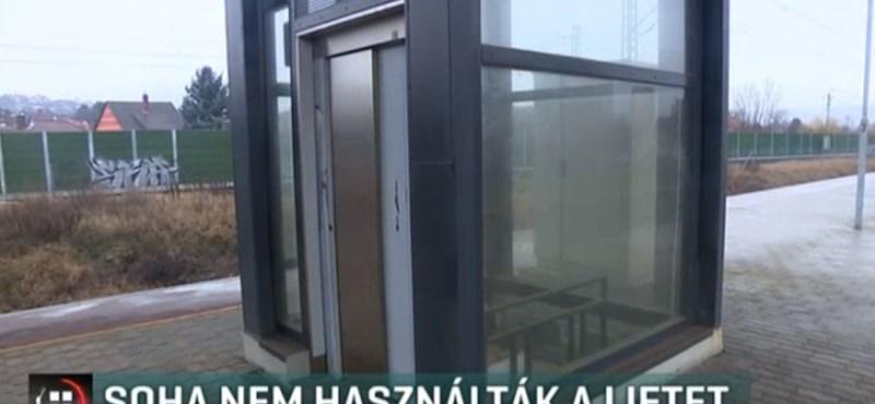 A lift, ami évek óta megvan a megállóban, de sosem működött