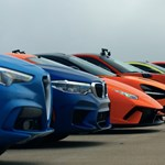 12 autó, 6000 lóerő: megvolt a világ legnagyobb gyorsulási versenye – videó