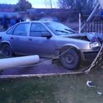 Ez aztán megérte: ellopta az autót, hogy pár méterrel arrébb összetörje
