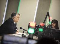 Orbán bejelentette, a védettek számára nyitnak például a színházak, mozik, éttermek és szállodák