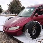 A nap videója: így küzd meg a hóval a gigantikus kerekekkel felszerelt Honda Accord