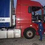 Sok teherautó lépi át a határt Csengersimánál, de ezzel az eggyel volt egy kis probléma