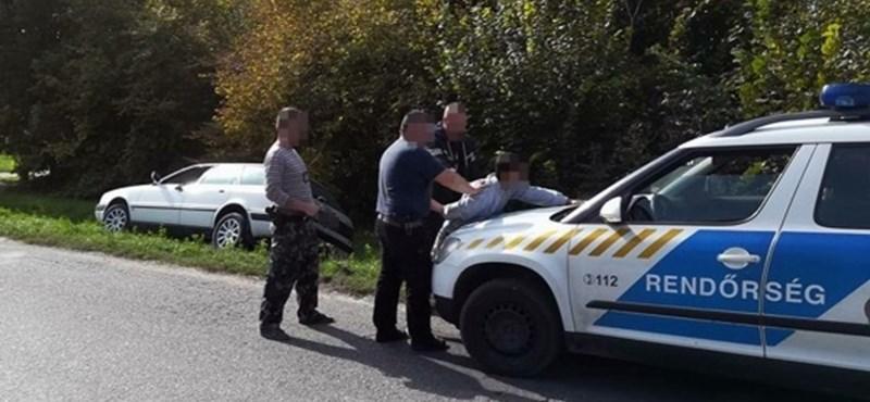 Autós üldözés volt Kecskeméten, árokba hajtott az Audi