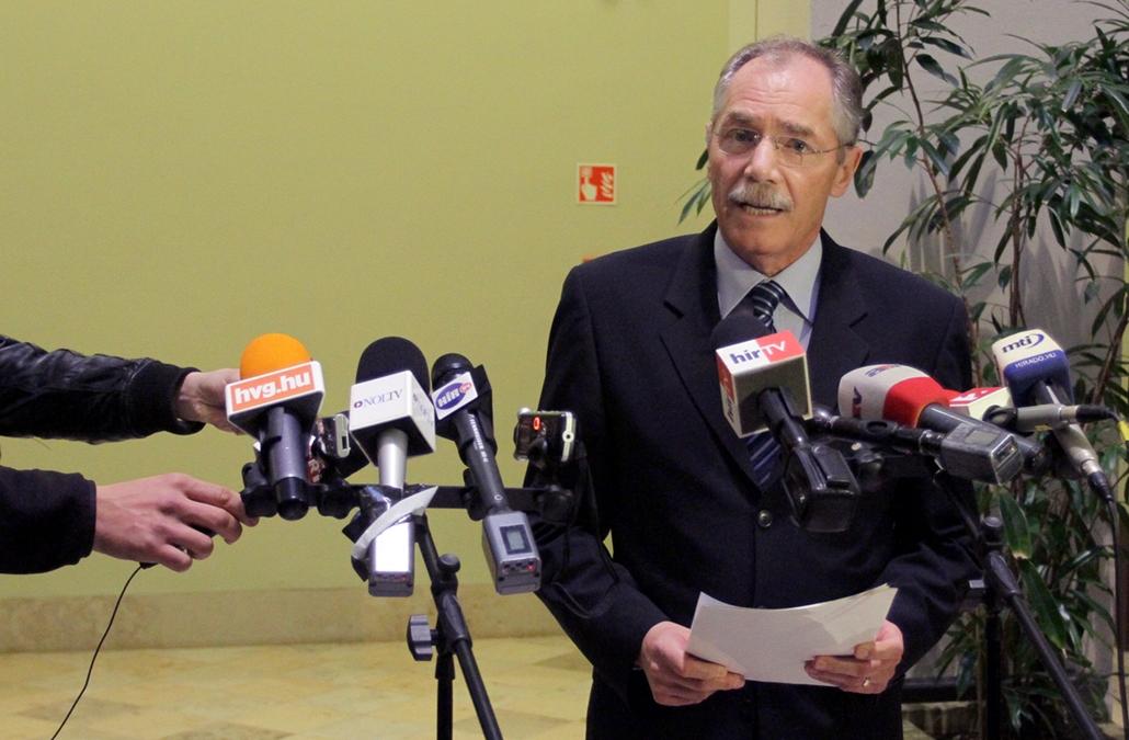 2012.04.02. - Tulassay Tivadar bejelenti, megfosztják doktori címétől Schmitt Pált - - évképei