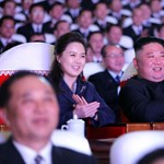 Egy év után bukkant fel ismét a nyilvánosság előtt Kim Dzsong Un felesége