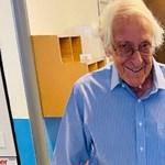 Egy koronavírusból felépült idős házaspár együtt hagyhatta el a kórházat
