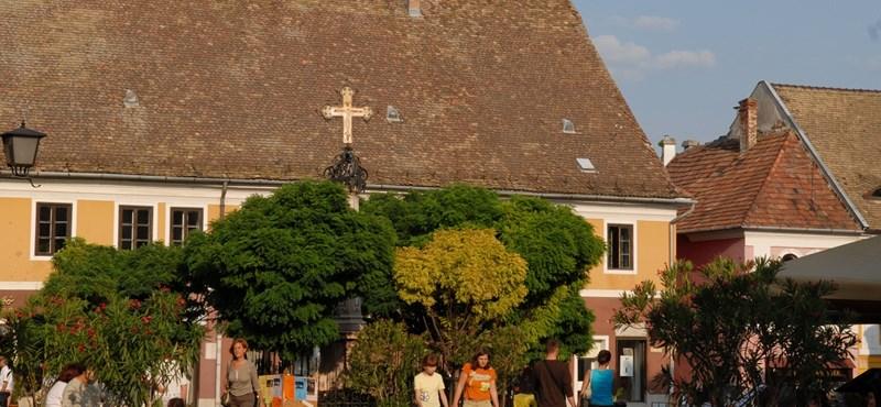 Nyugati mintát vettek Szentendre felújításakor