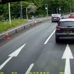 Tejjel állt bosszút a feldühödött autós a teherautó sofőrjén – videó