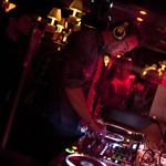 F1-pilótát fotóztak le egy pesti DJ-pultban éjszaka – fotó