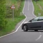 Driftelni akart a Ford sofőrje, csúnya égés lett belőle – videó