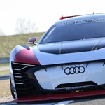 815 lóerős elektromos autóval sokkol az Audi