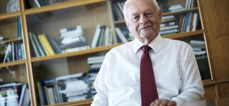 Harrach Péter szánja a többi pártot, mármint nem a Fideszt
