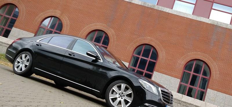 Csak a kandalló hiányzik belőle: teszten az új Mercedes S-osztály