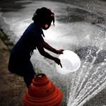 Kegyetlen hőség: minimum 2,5 liter vizet kell meginni naponta