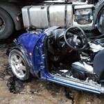Borzasztó roncs lett a kamionnal ütköző autóból – fotó