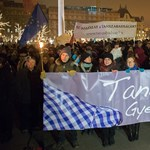 Balognak ultimátumot adtak a tüntetők a Parlamentnél