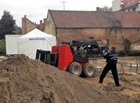 Munkagép emelőkarja sebesített meg halálosan egy munkást Debrecenben