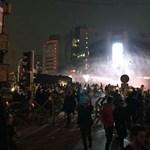 Vízágyúval mentek neki a rendőrök az iráni tüntetőknek