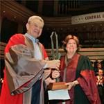 Képek: diplomaosztó és kitüntetések a CEU-n