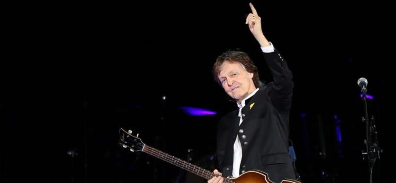 Bono, Paul McCartney és Jude Law vérüket adják a menekültekért