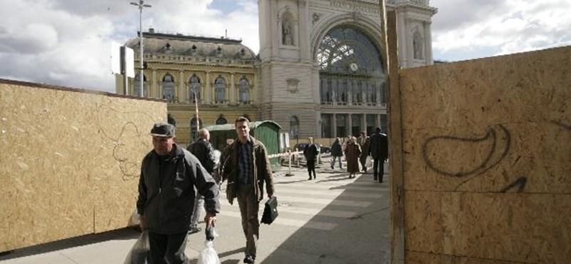 Augusztusig lezárták a Keleti pályaudvar főbejáratát