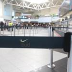 Új kordonokat vettek a repülőtérre, nehogy eltévedjenek az utasok