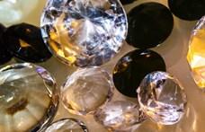 Londonban a rendőrség elkobozta az azeri oligarcha nejének kincset érő gyémántgyűrűjét
