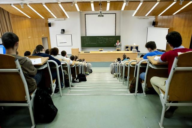 Egyetemi
