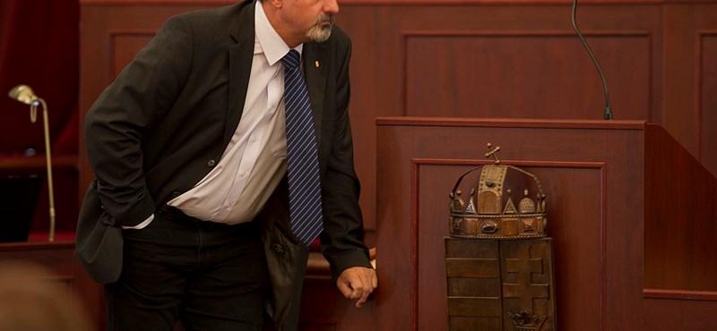 Távozik egy fideszes képviselő a parlamentből