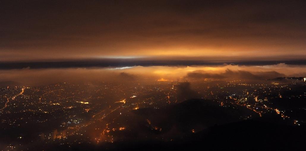 Sajtófotó 2011 - Nagyítás-fotógaléria - Természet és tudomány - egyedi - 3. helyezett: Színes köd