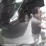 Felkavaró videó: porschés fickó ver össze egy női buszsofőrt