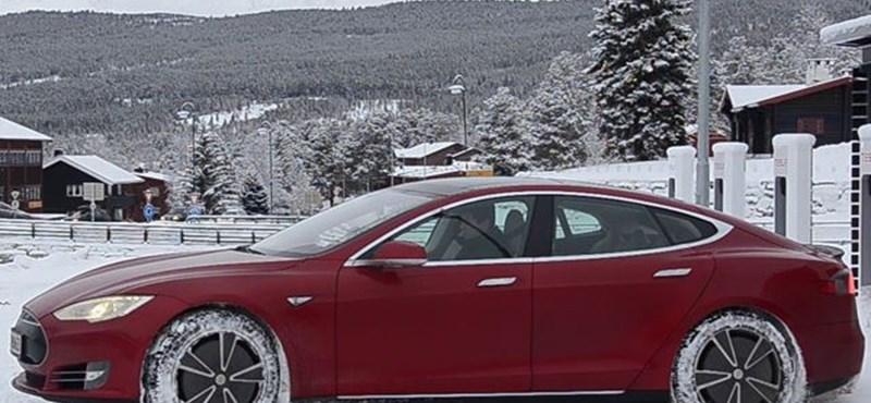 Annyi Teslát vesznek a norvégok egy hónapban, mint mi Fordot és Opelt összesen