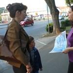 A helyi iskola előtt reklámozta a határvadász szolgálatot a tapolcai rendőrség