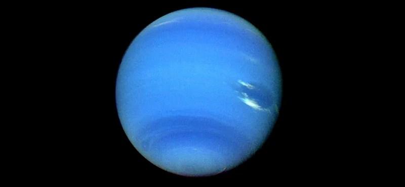"""27 év után derült ki, hogy a Voyager-2 űrszonda """"elnézte"""" a Neptunusz legkisebb holdját"""