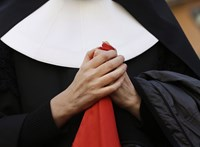 Fátyolviselés miatt nem fogadott be egy apácát egy francia idősek otthona