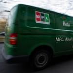 Rengeteg embertől válik meg a Magyar Posta
