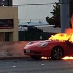 Menet közben gyulladt ki egy Porsche Boxster Houstonban - fotó