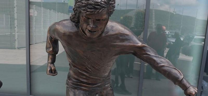 Úgy tűnik sikerült Ronaldóénál is rosszabb szobrot csinálni