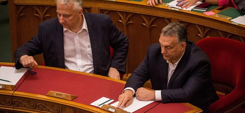 Magyarország 2018: az ápoltak megemelik a saját bérüket, az ápolók meg belerokkannak