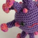 Már horgolt koronavírus plüsst is lehet venni