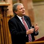 """Hiller: """"az Orbán-kormány egyeniskolát akar, egyentantervvel"""""""