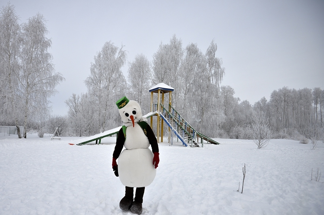 afp. hóember, - Actor wearing a costume of a snowman at the residence of Kysh Babay and Kar Kyzy in the village of Yana Kyrlay, Arsky District in the Republic of Tatarstan.