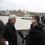 Videó: leszakadt egy gyalogos átjáró a Temze partján